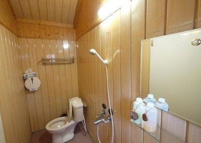 Leisure log cabin