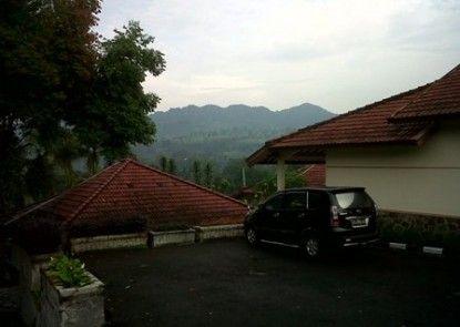 Lembah Sarimas Hotel and Resort Sekitarnya
