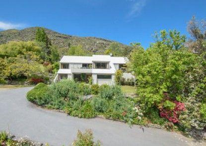 Libra Lake View Villa