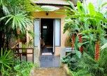 Pesan Kamar Riverside House, Air Conditioned di Little Eden Guesthouse