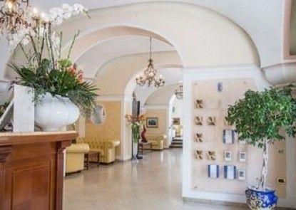 Lloyd\'s Baia Hotel
