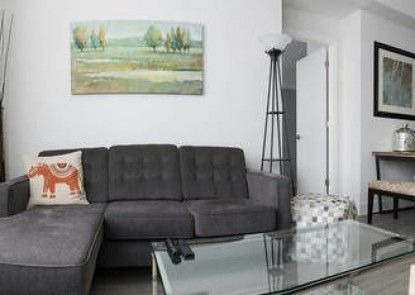 LM Stays - New Luxury Condo in the Glebe