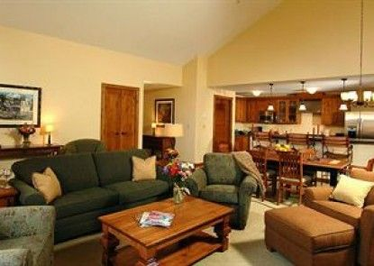 Lodge at Mountaineer Square Teras
