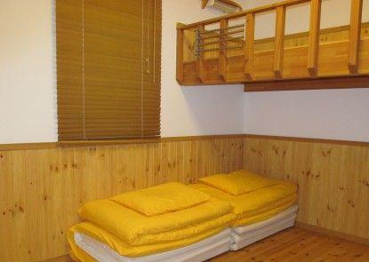 Lodge Orange Cabin