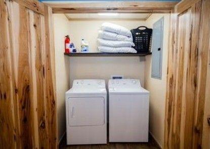 Log Cabin Lodge & Suites