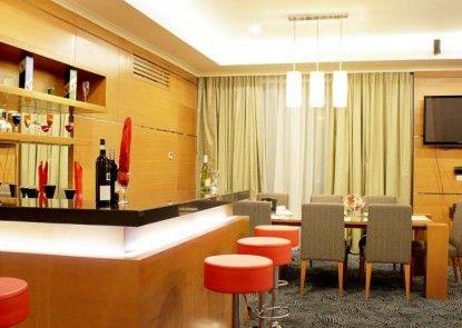 Lorin Sentul Hotel Bar