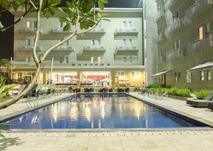 Lorin Sentul Hotel Kolam Renang