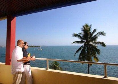 Losari Beach Inn Hotel Teras