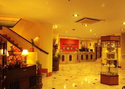 Losari Beach Inn Hotel Lobby
