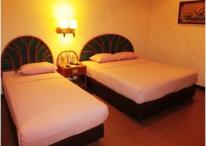 Losari Beach Inn Hotel Kamar Tamu