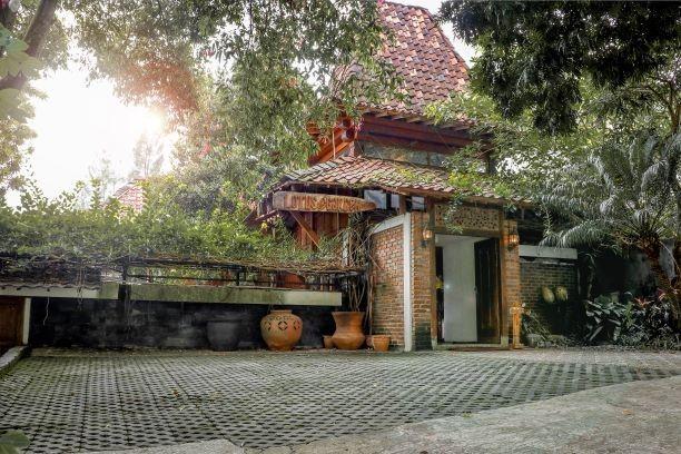 Lotus Art & Garden Hotel, Bandung