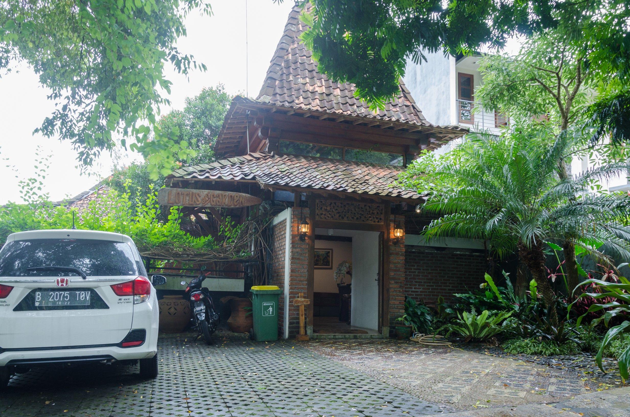 Lotus Art Garden Hotel, Bandung