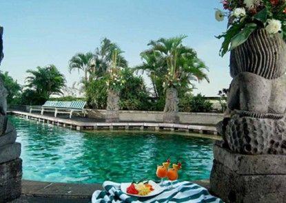 Lumire Hotel & Convention Center Kolam Renang