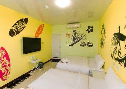 Lu Pa Ka DJ Hostel
