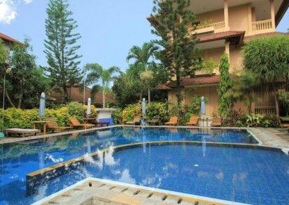 Lusa Hotel at Kuta Beach Kolam Renang