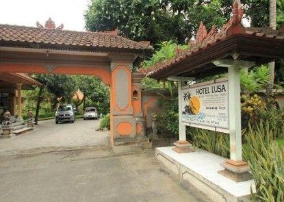 Lusa Hotel at Kuta Beach Eksterior
