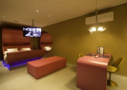Lush Motel