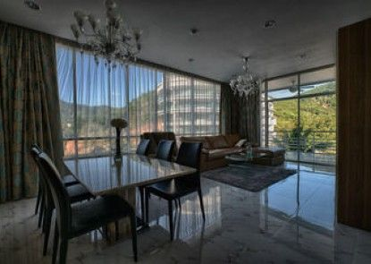 Luxury Apartment at Karon Hill