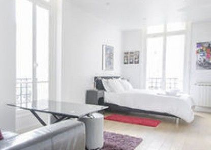 Luxury Apartment in Paris-Champs Elysées