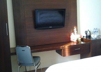 Lynt Hotel Makassar Kamar Tamu