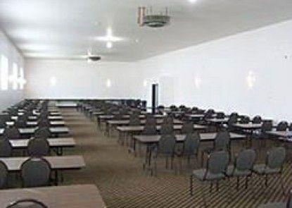 Mackinaw Beach & Bay Inn & Suites Teras