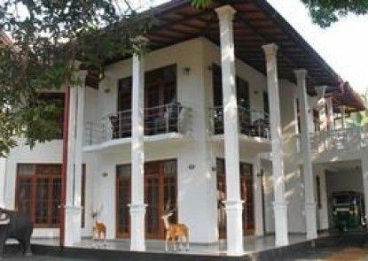 Mahakumara White House Hotel