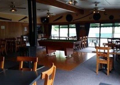Mahoe Motel Bar n Grill