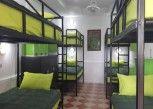 Pesan Kamar Family 6 Bunk Bed Room - Shared Bathroom di Mangoes Motel