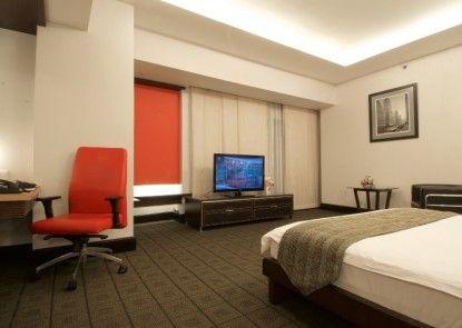 Manhattan Hotel Teras