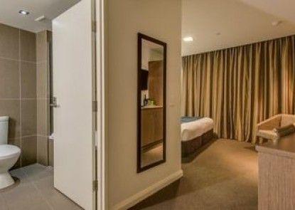 Mantra Collins Hotel