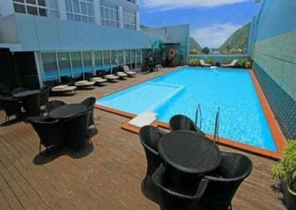 Maqna Hotel Gorontalo Kolam Renang