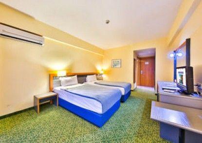 Marina Hotel &Suites