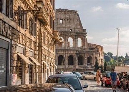 Martina al Colosseo