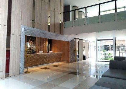 MaxOneHotels at Platinum Hayam Wuruk Jakarta Lobby