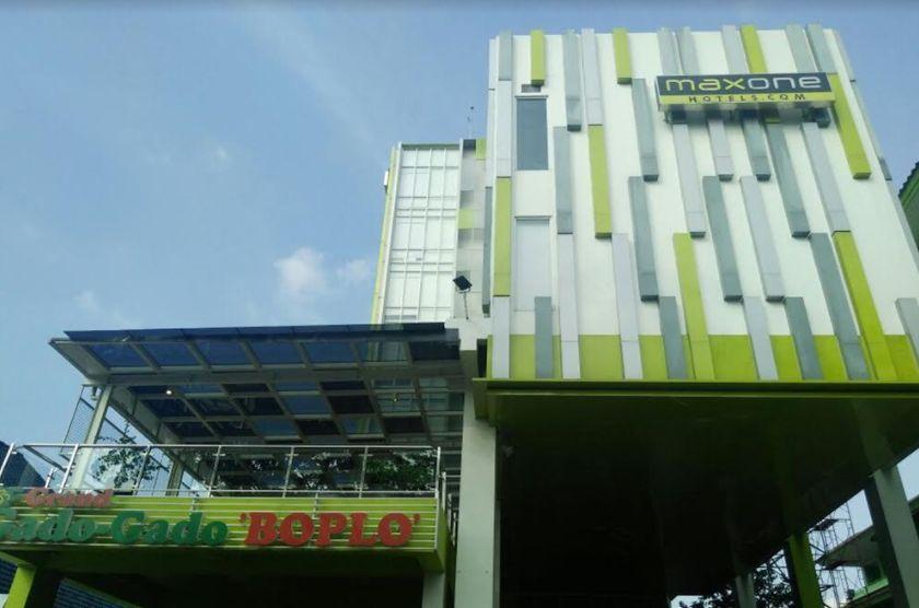 MaxOneHotels at Kramat, Jakarta Pusat