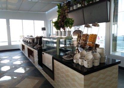 MaxOneHotels at Platinum Hayam Wuruk Jakarta Rumah Makan