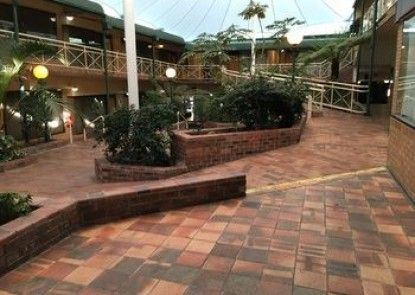 Mayfair Plaza Motel