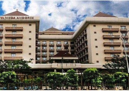 Mega Anggrek Hotel Eksterior