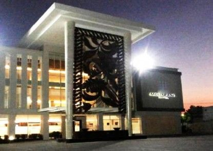 Megaland Hotel Solo Teras