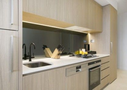 Melbourne Fully Self Contained Modern 1 Bed Apartment 4505A