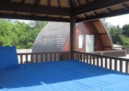 Meno Mojo Beach Resort Teras