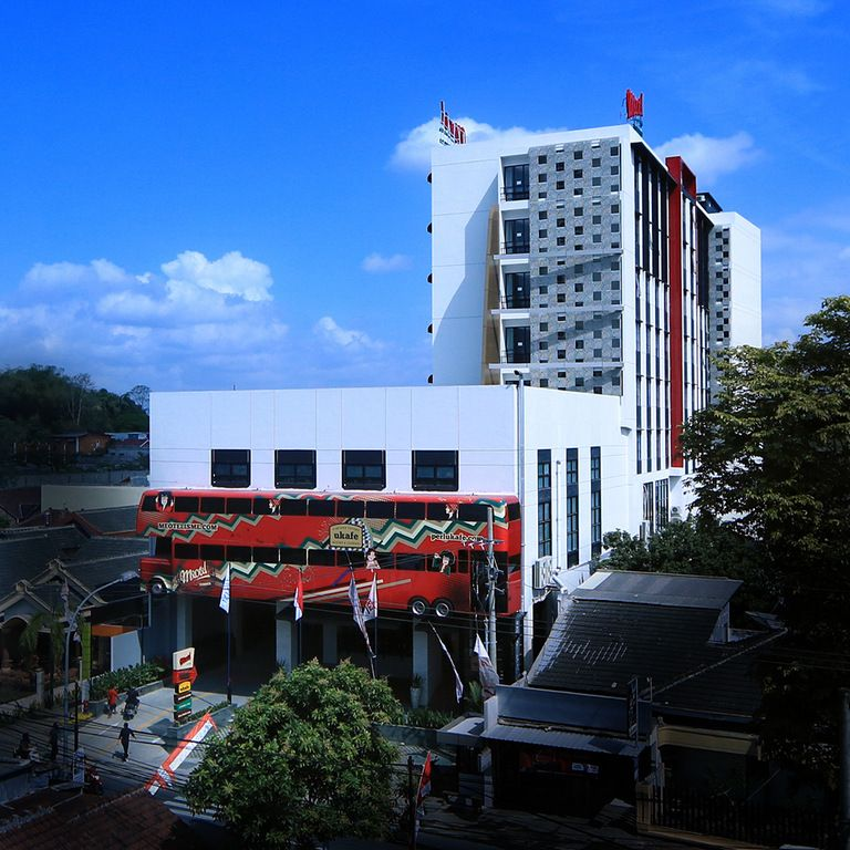 MEOTEL JEMBER by Dafam Hotel,Universitas Jember