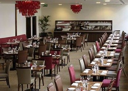 Mercure Bristol Holland House Hotel and Spa Teras