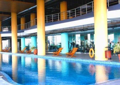 Merlynn Park Hotel Kolam Renang