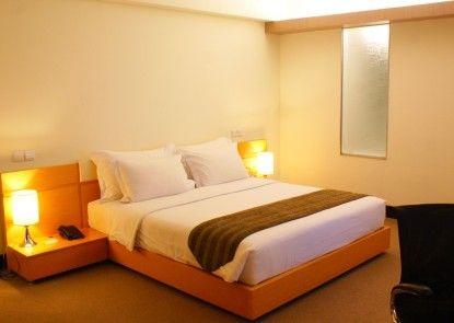 Merlynn Park Hotel Teras
