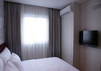MG Suites Hotel Semarang Kamar Tamu