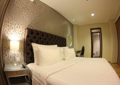 MG Suites Hotel Semarang Teras