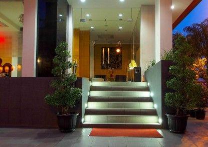 M Hotel Jakarta Pintu Masuk