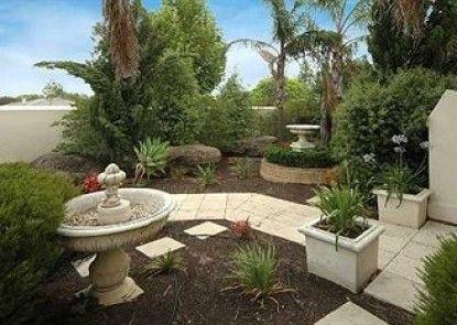 Michelle\'s Garden Apartments