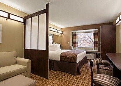 Microtel Inn & Suites by Wyndham Steubenville Teras